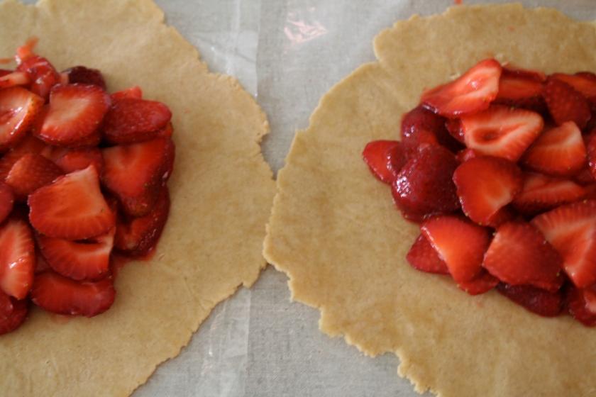 strawberry tart rounds